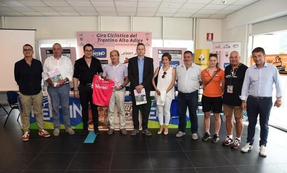 24° Giro Ciclistico del Trentino Alto Adige internazionale donne Elite presentazione 15-06-2017 (Foto Mosna)