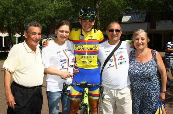 Andrea Piras con i nonni e i genitori (Foto Berry)