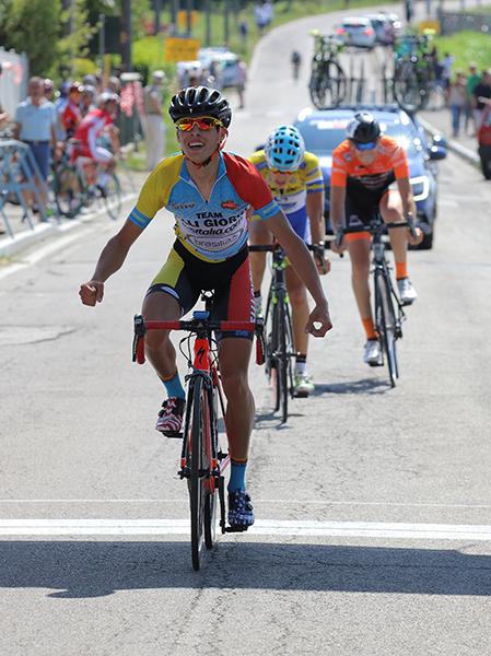 Marco Plebani del Team Giorgi vince la volata per il quarto posto (Foto Kia)