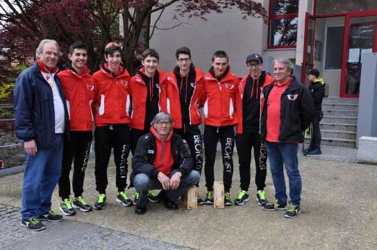 Allievi UC Bustese Olonia Verbania partecipante al Trofeo 6 Nipoti, qui col DS Sergio Gallipacciorino