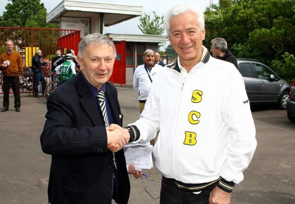 Bernardi col Presidente della Ciclistica Biringhello, Lionello Fantoni (Foto Berry)