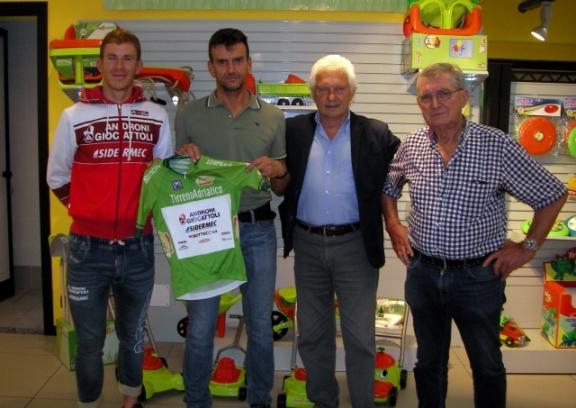 La maglia verde di Ballerini alla Tirreno-Adriatico a Mario Androni