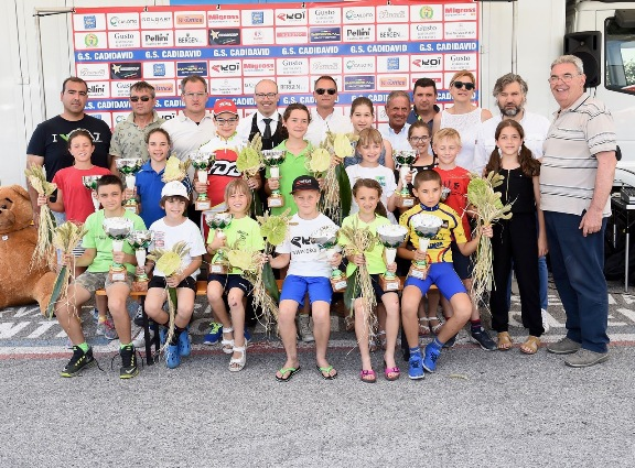 Tutti i Giovanissimi vincitori nelle categorie maschili e femminili (Foto Remo Mosna)