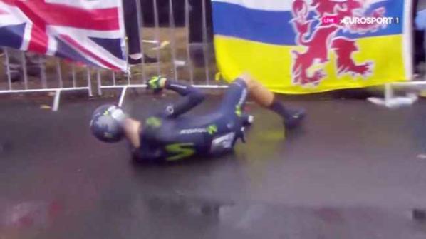 La scivolata di Valverde (Foto da facebook)
