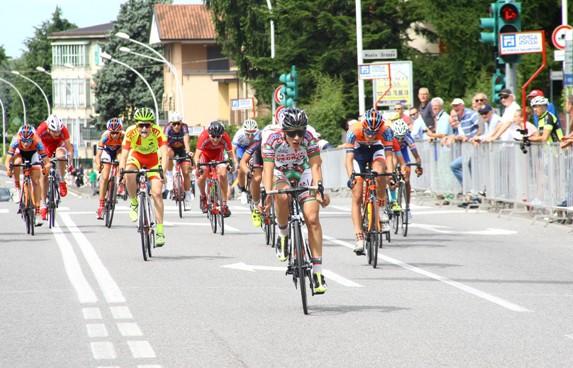 Paolo Gambersio vince volata per terzo posto a Calusco D'Adda (Foto Berry)