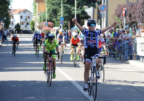 Giuseppe Bungaro vince gara cat. G6 (Foto Cantoni)