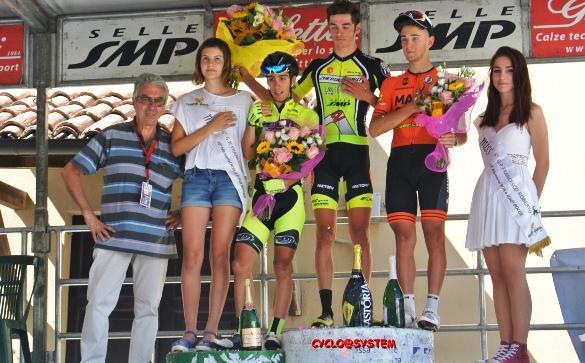 da sx, Bocca, Rubino, Moro e Benedetti oltre ad una miss, podio Memorial Rita e Luigi Bocca (Foto Gio.More)