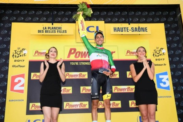 Fabio Aru sul podio col Tricolore ed idealmente con tutta la Nazione Italiana (Foto Aso)