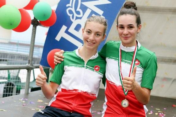 Francesca Pellegrini a sx, 1^ anno e Francesca Barale 2^ anno entyrambe Tricolori d'Italia (Foto Daniele Mosna)