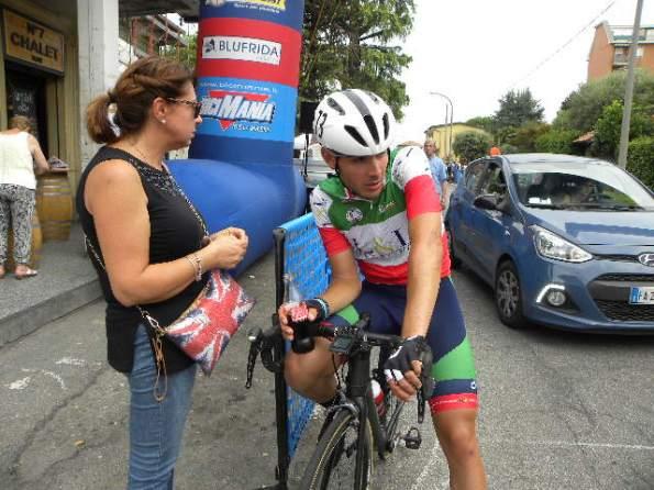 Il Tricolore Matteo Moschetti qui con la madre