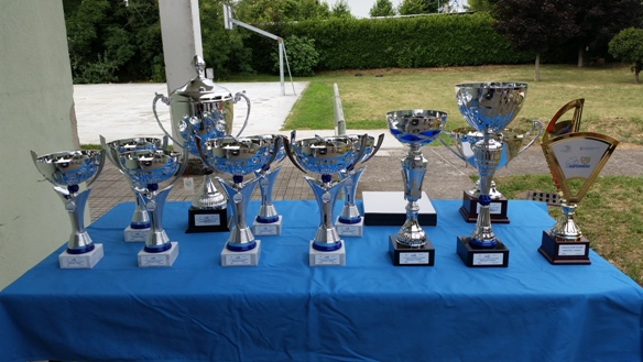 Le Coppe Premio della corsa (Foto Berry)