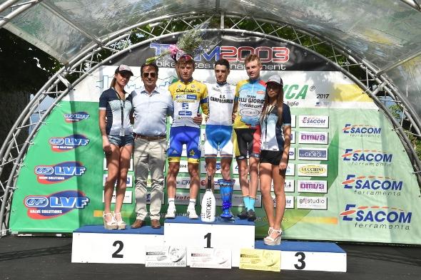 Da sx Bagioli, Brega e Vacek, podio del Colle Gallo (Foto Rodella)