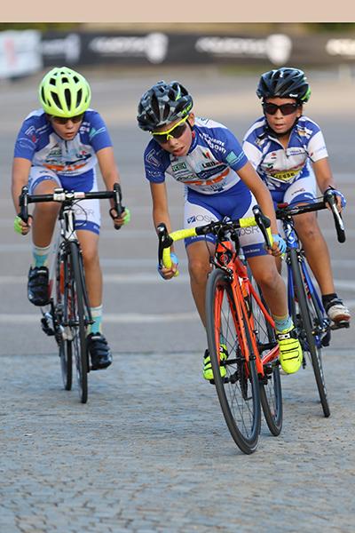 Tre corridori tutti in livrea GS Alzate Brianza (Foto Kia Castelli)