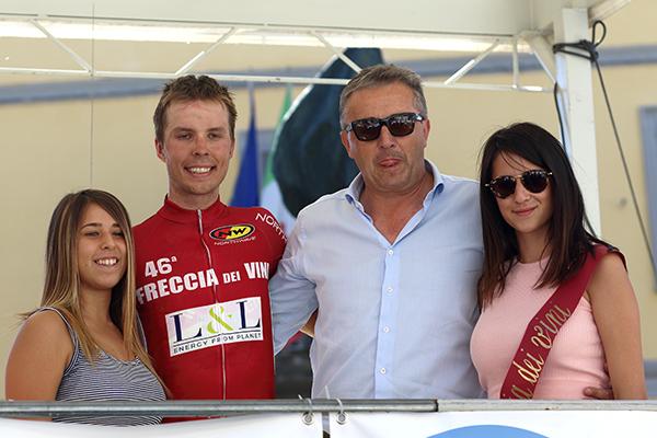 Raimondas Rumsas sul podio col Main Sponsor L&L-Imerio Lucchini (Foto Kia)