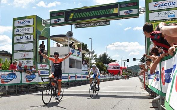 """Luca Rastelli vince l'ultima tappa della """"3GiorniOrobica"""" (Foto Rodella)"""