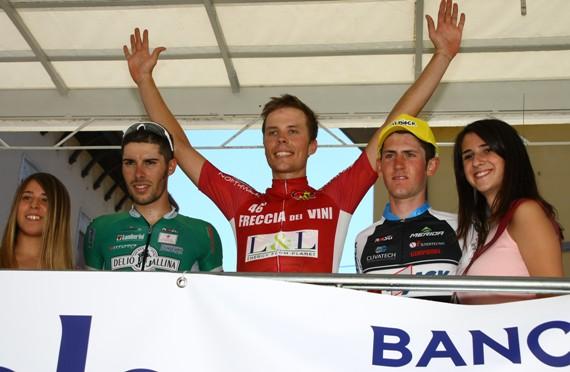 Rumsas esulta sul podio con Marengo e Garosio a Santa Maria della Versa (Foto Berry)