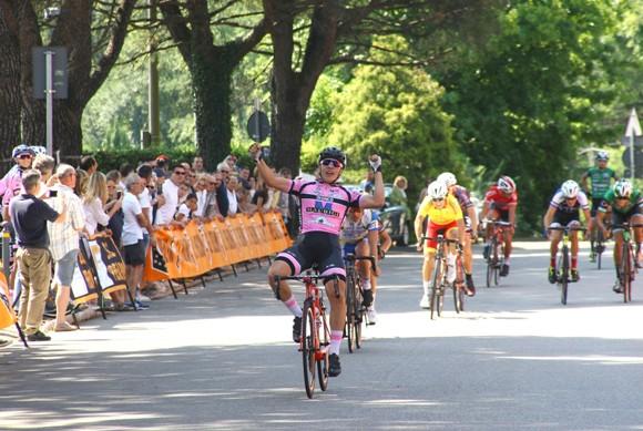 Tomas Trainini vince a Gornate Olona (Foto di Berry)