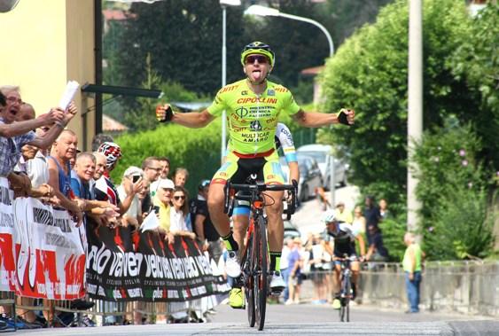 Francesco Romano vince a Barzago (Foto Berry)