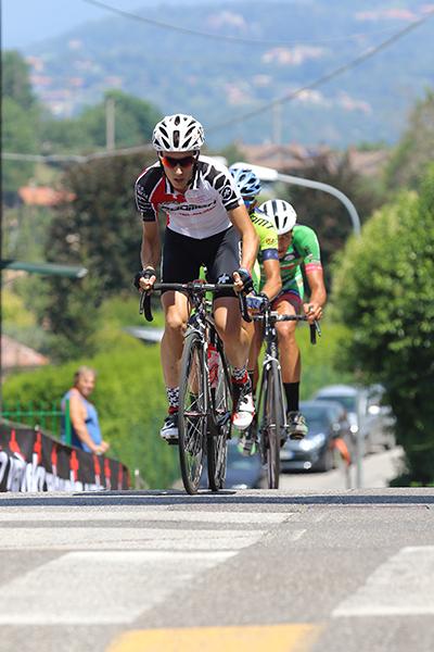 Bellia davanti a Campagnolo e Duranti in fuga (Foto Kia)