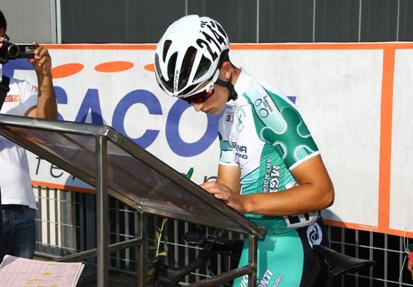 Davide Persico alla firma di partenza (Foto Berry)