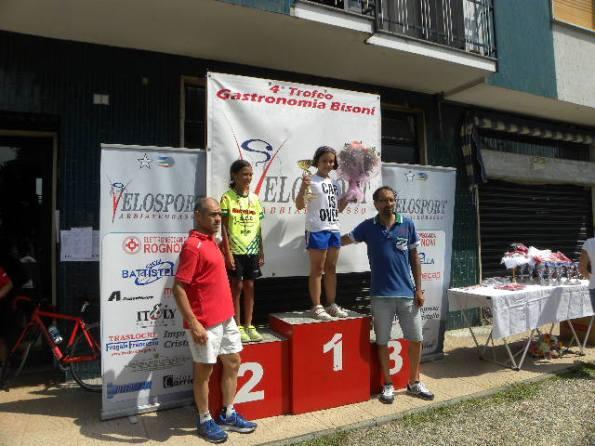 Sara Mazza e Linda Carugo sul podio con Bisoni e Noe^ (Foto Nastasi)