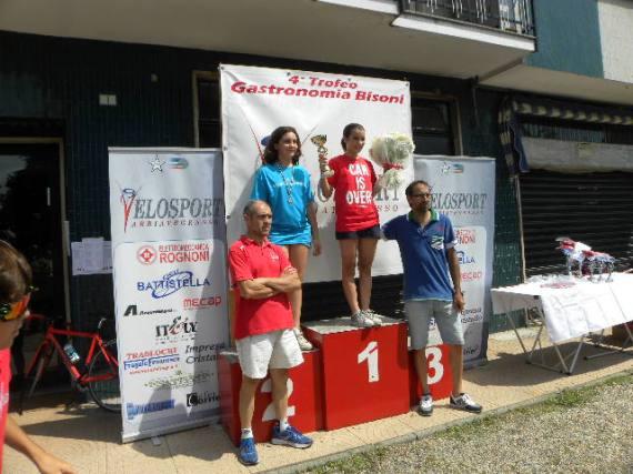 Anita Poletti (Equipe Corbettese) e Simona Ventre (SC Busto Garolfo) sul podio con Bisoni e Noe^ (Foto Nastasi)
