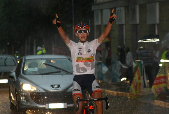 Andrea Piccolo vince sotto il diluvio (Berry)