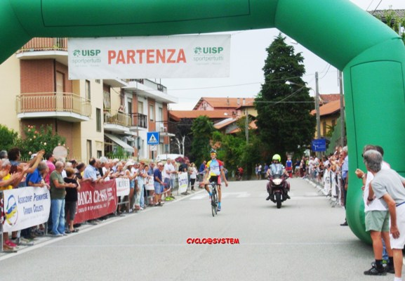 Nicola Plebani solitario a Berzano San Pietro (cyclo@system)