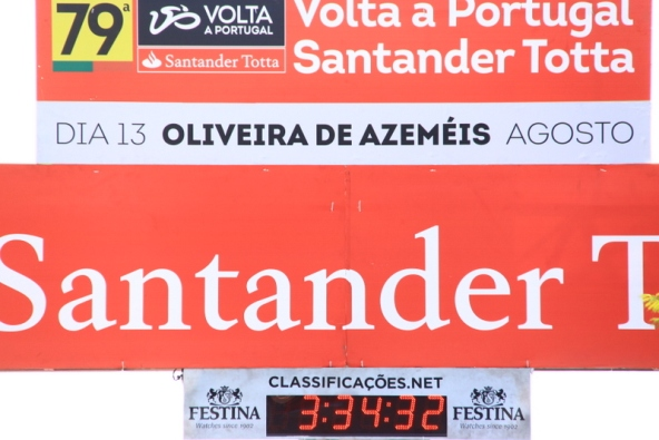 Striscione arrivo Oliveira de Azemeis (Foto Jean Claude Faucher)