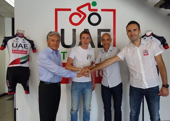 Da sx, Giuseppe Saronni, Daniel Martin,Mauro  Giannetti e Carlo Saronni