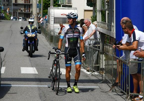 Marco Negrente taglia il traguardo a piedi in 12^ posizione (Berry)