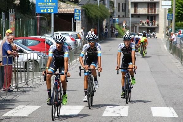Stefano Oldani, primo a sinistra, conquista la quarta piazza all'arrivo della Pessano-Roncola (Berry)