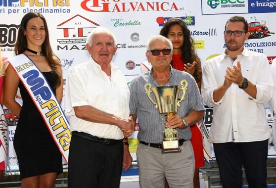 Leonardo Pirro riceve premio per 2^ classifica Alberto Amici (Berry)