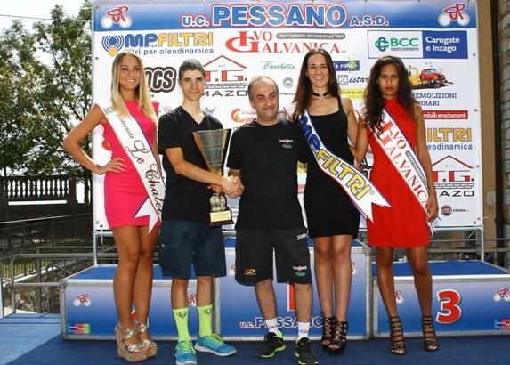 Premiazione Paolo Rigamonti esponente Team Colpack (Berry)