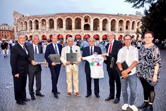 Tanti Personaggi del ciclismo internazionale all'A>rena di Verona per il Nabucco (photobicicailotto)