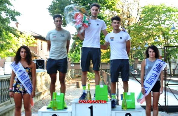 Francesco Messieri al centro sul gradino più alto del podio (Cyclo@system)