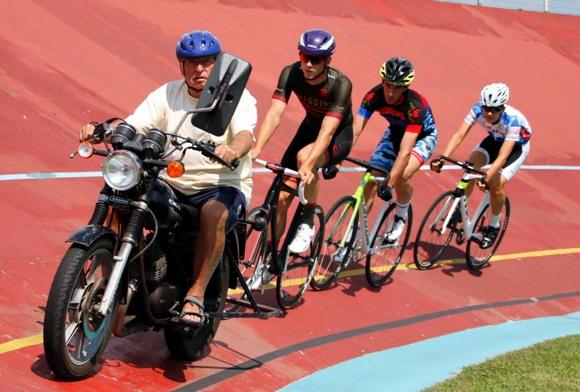 Sergio Bianchetto guida i suoi allievi campioni della pista (Photobicicailotto)