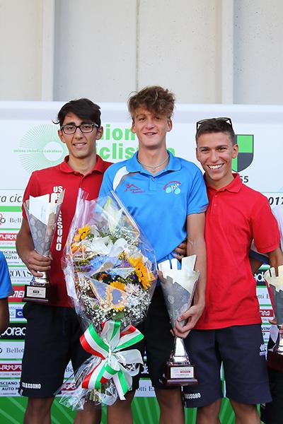 Da sx, Ippona, Baroni e Marco Colombo podio di Cabiate (Foto Kia Castelli)