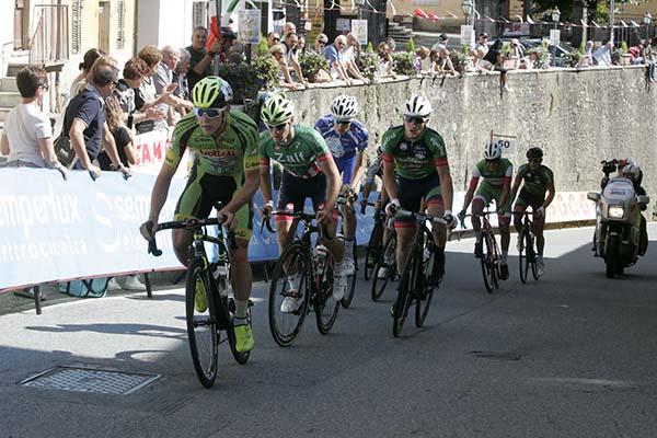 La lunga fuga ad 8 col Tricolore Matteo Moschetti (Foto Pisoni)