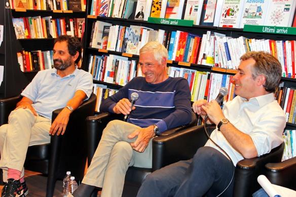 I Giornalisti Fabiano e Fontana con Francesco Moser alla Feltrinelli di Verona (Photobicicailotto)