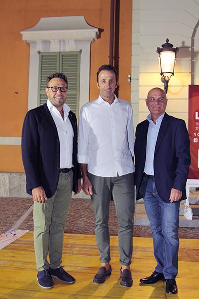 Da sinistra Sindaco Roberto Ferrari, Andrea Tafi e Presidente Daniele Fumagalli (Foto Kia)