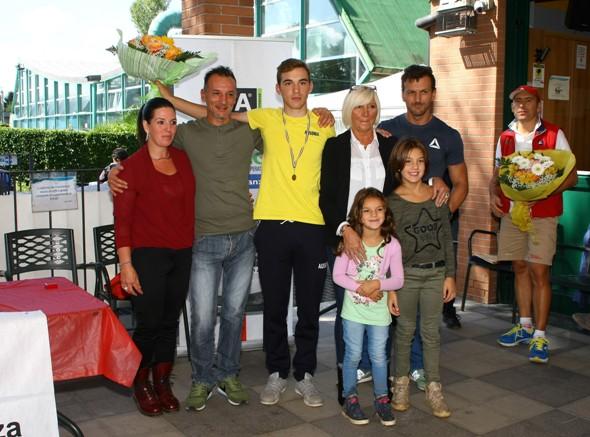Premiazione Luca Coati vincitore della gara (Foto Berry)
