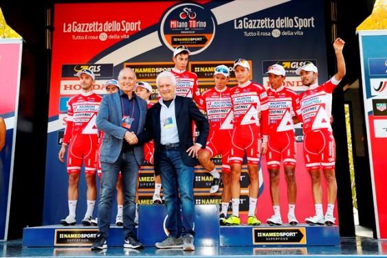 Milano - Torino 2017 - Enzo Chigo, Presidente Lega Ciclismo Professionistico ufficializza la vittoria dello Scudetto Tricolore da parte del Team Androni Giocattoli-Sidermec-Bottecchia