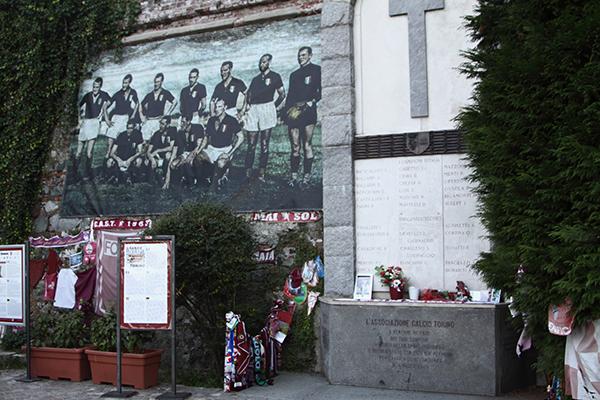 Tragedia di Superga dove cadde l'aereo che aveva a bordo la squadra del grande Torino (Foto Kia Castelli)