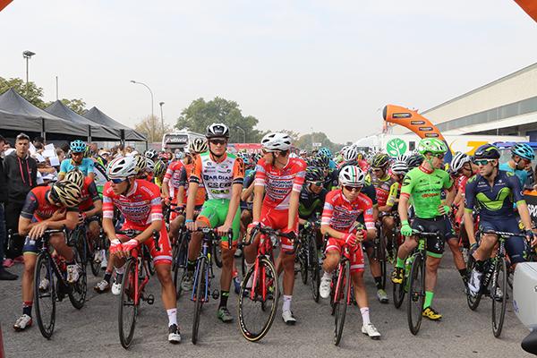 Gruppo pronto per il via (Foto Kia Castelli)