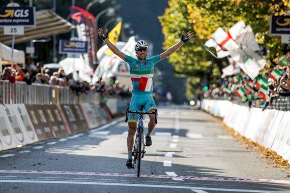 """Vincenzo Nibali di Astana Pro Team sul traguardo durante la gara ciclistica """"Il Lombardia"""", oltre 245 km da Bergamo a Como. Italia, 04 ottobre 2015. ANSA/ANGELO CARCONI"""