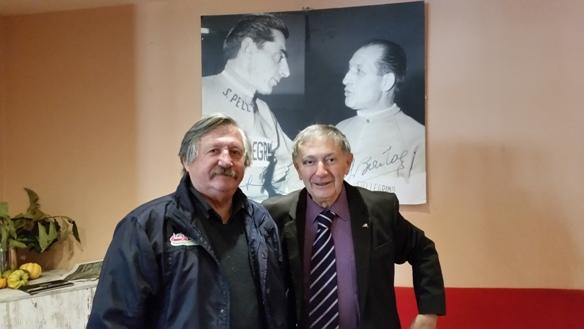 """Da sx il fotoreporter Antonio Pisoni e il giornalista Vito Bernardi al ristorante """"Il Ghisallino"""" di Magreglio (Foto Berry)"""