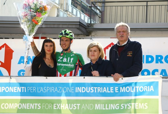Filippo Rocchetti sul podio con l'Organizzatore Pezzotta e la signora Oldrini (Foto Berry)