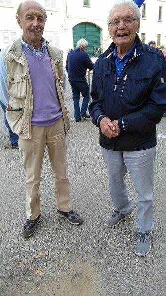 Due grandi del ciclismo alessandri, l'ex Giovanni Meazzo e il tifoso numero 1 che viene da Mandrogno (Foto Kia Castelli)