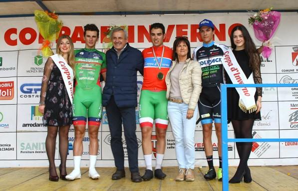 Matteo Moschetti, Damiano Cima e Stefano Oldani col Sindaco e l'Assessore allo Sport di Biassono (Fopto Berry)